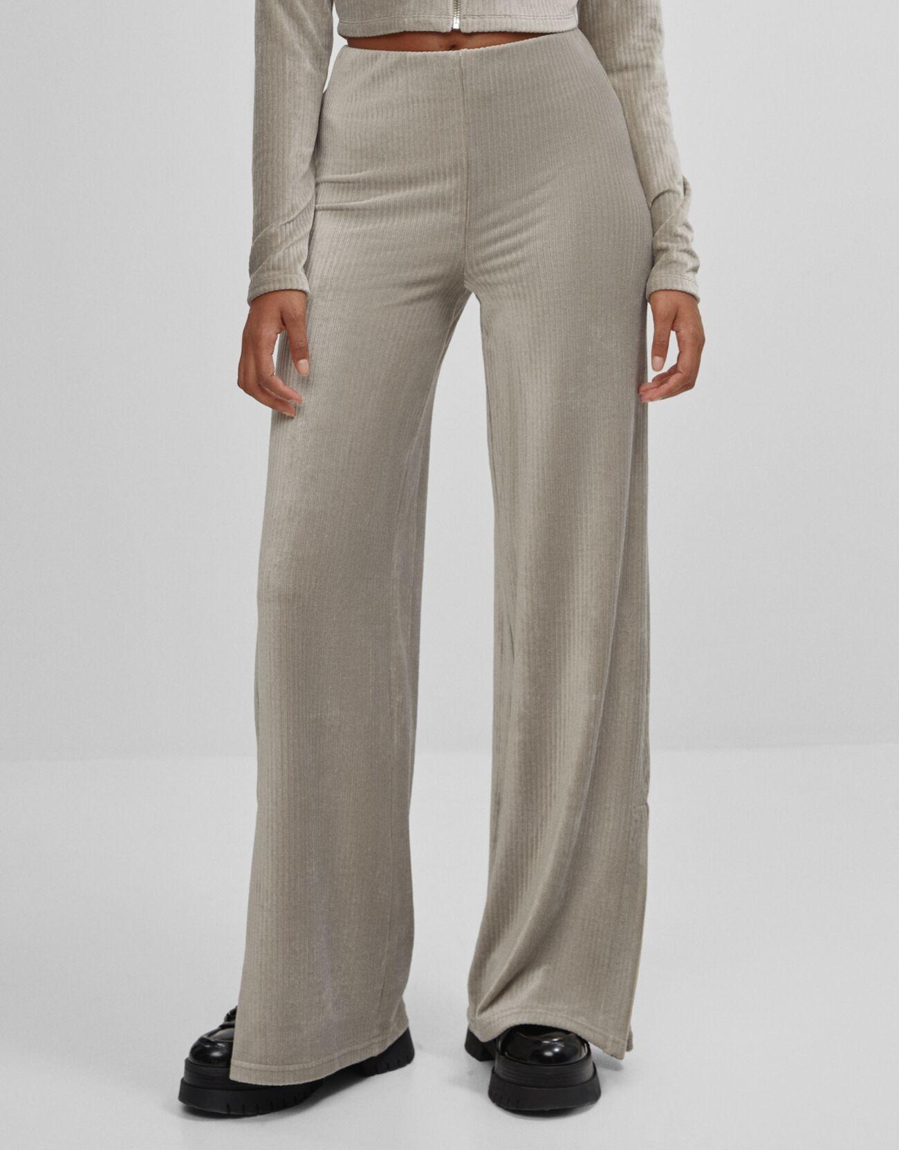 Pantalón de pana gris con caída fluida