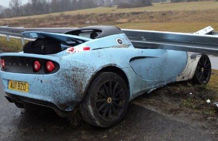 Dolorpasión™: Un Lotus Elise Club Racer saluda al quitamiedos