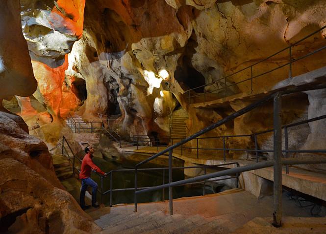 Descubriendo la maravillosa Cueva del Tesoro, única gruta marina visitable en Europa