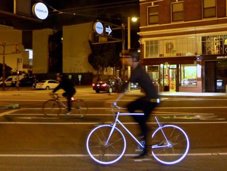 Lumen, la bicicleta retrorreflectante que no pierde el estilo de noche