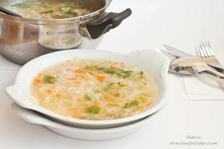 Sopa de fideos y verduras. Receta