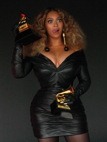 No te pierdas ni un solo estilismo visto en los Grammy Awards 2021: la alfombra roja al completo