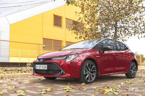 Probamos el Toyota Corolla 180H: un coche compacto, híbrido y muy eficiente que convence en territorio urbano