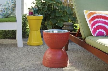 Una mesa para la terraza, otra idea con tiestos de barro