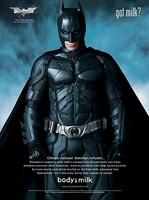 'El Caballero Oscuro', nuevas imágenes promocionales, y Batman recomienda beber leche