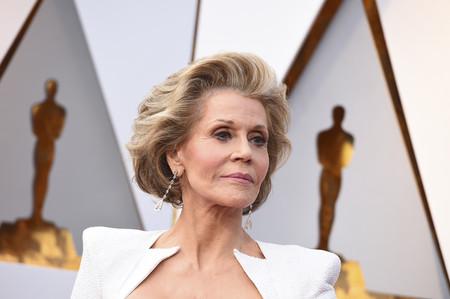 Oscar 2018: Jane Fonda apuesta todo a la geometría, el complicado blanco tampoco se le resiste