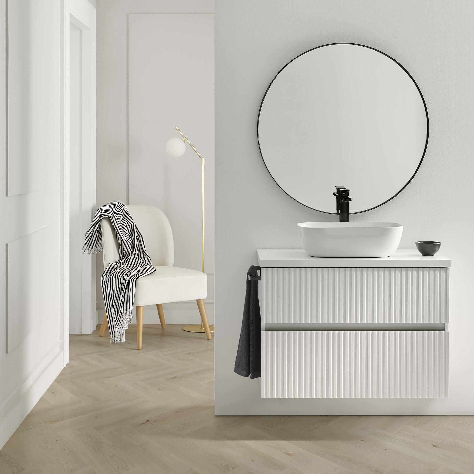 Conjunto mueble de baño de Sanchís Reblock suspendido 2 cajones con encimera de madera y lavabo sobre encimera Hana