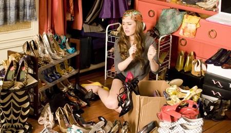 14 trucos para colgar la ropa en el armario y que te quepa todo (por muy pequeño que sea)