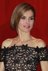 La Princesa Letizia vuelve a hacer del falso short bob su aliado perfecto