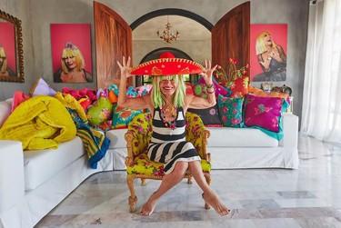 La casa mexicana de Betsey Johnson se alquila en Airbnb y es tan alegre como la diseñadora
