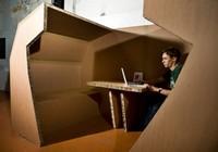 Una oficina de cartón ondulado