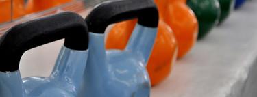 Circuito de entrenamiento HIIT con kettlebells o pesas rusas: ponte en forma en un tiempo récord