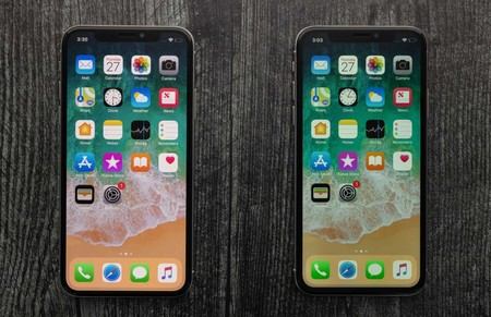 Dos iPhone con paneles OLED y LCD