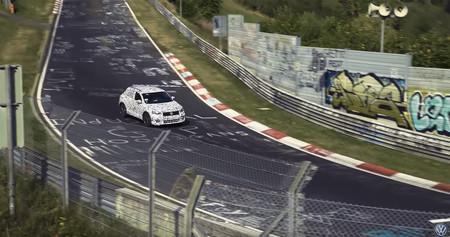 ¡Otro SUV deportivo en camino! El Volkswagen T-Roc R ya estira las piernas en Nürburgring