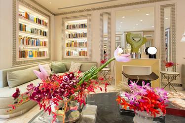 Casa da Camila: interiorismo combinado con la interacción cultural y un showroom fascinante