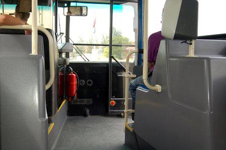 Vista interior de un autobús urbano