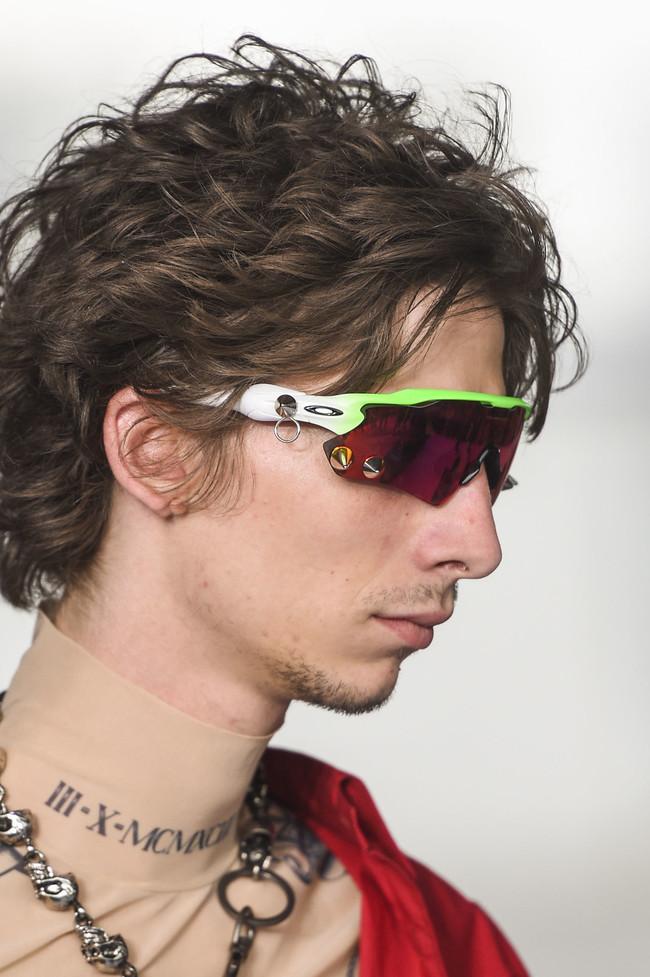 Las gafas de ciclista son el nuevo must de moda este verano y obviamente ya están disponibles en tu tienda favorita