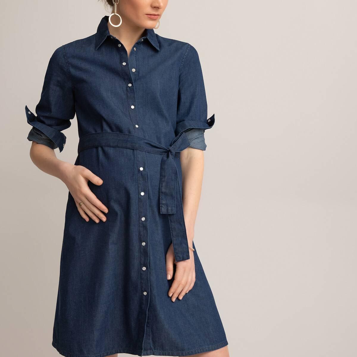 Este vestido camisero vaquero es atemporal. Fácil y moderno, es ideal para antes, durante y después del embarazo