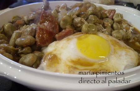 Receta de huevos al plato con habas