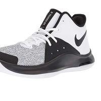 Por 52,45 euros tenemos estas zapatillas de baloncesto Nike Air Versitile III en Amazon