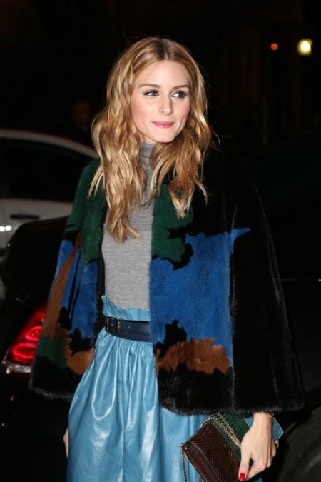 Y nos seguimos enamorando con los looks de Olivia Palermo en París