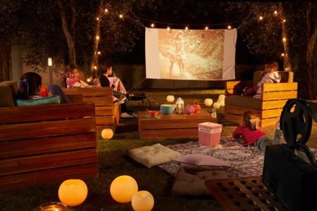 Plan noches de película: monta un cine en el jardín