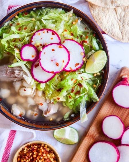 Pozole blanco. Receta fácil de la cocina tradicional mexicana