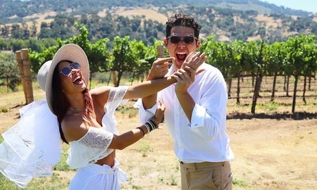 Sarah Hyland, la más 'modern' de la 'family', con ganas de fiestuqui: a falta de botellón (prohibido) se monta una 'no boda'
