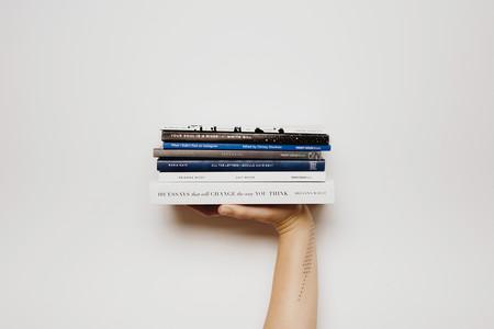 El tacto del papel importa: los libros son el único formato físico que está sobreviviendo