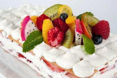 Receta de tarta de Napolitanas Cuétara con fresas