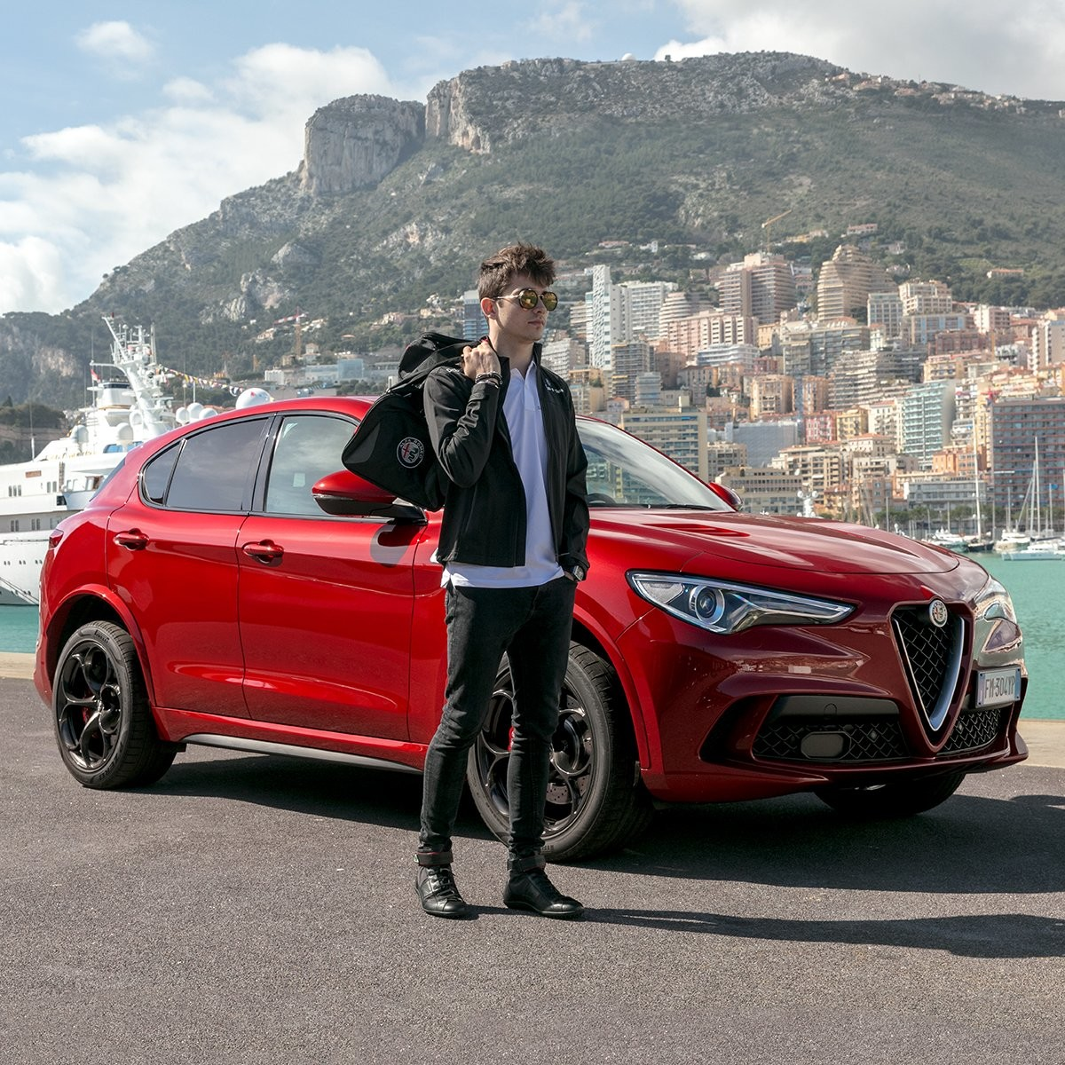 Foto de Alfa Romeo Stelvio y Charles LeClerc en Mónaco (1/8)