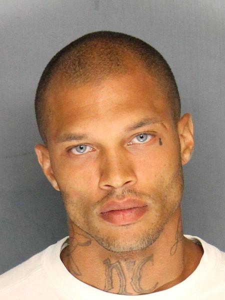 """""""El preso más guapo"""" (aka Jeremy Meeks) está en libertad y sí, ahora es modelo"""