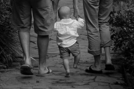 Bebés que caminan de puntillas