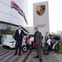 Cambiar un Porsche Taycan por una moto eléctrica de SEAT no es una locura, sino la nueva propuesta de sustitución de Porsche