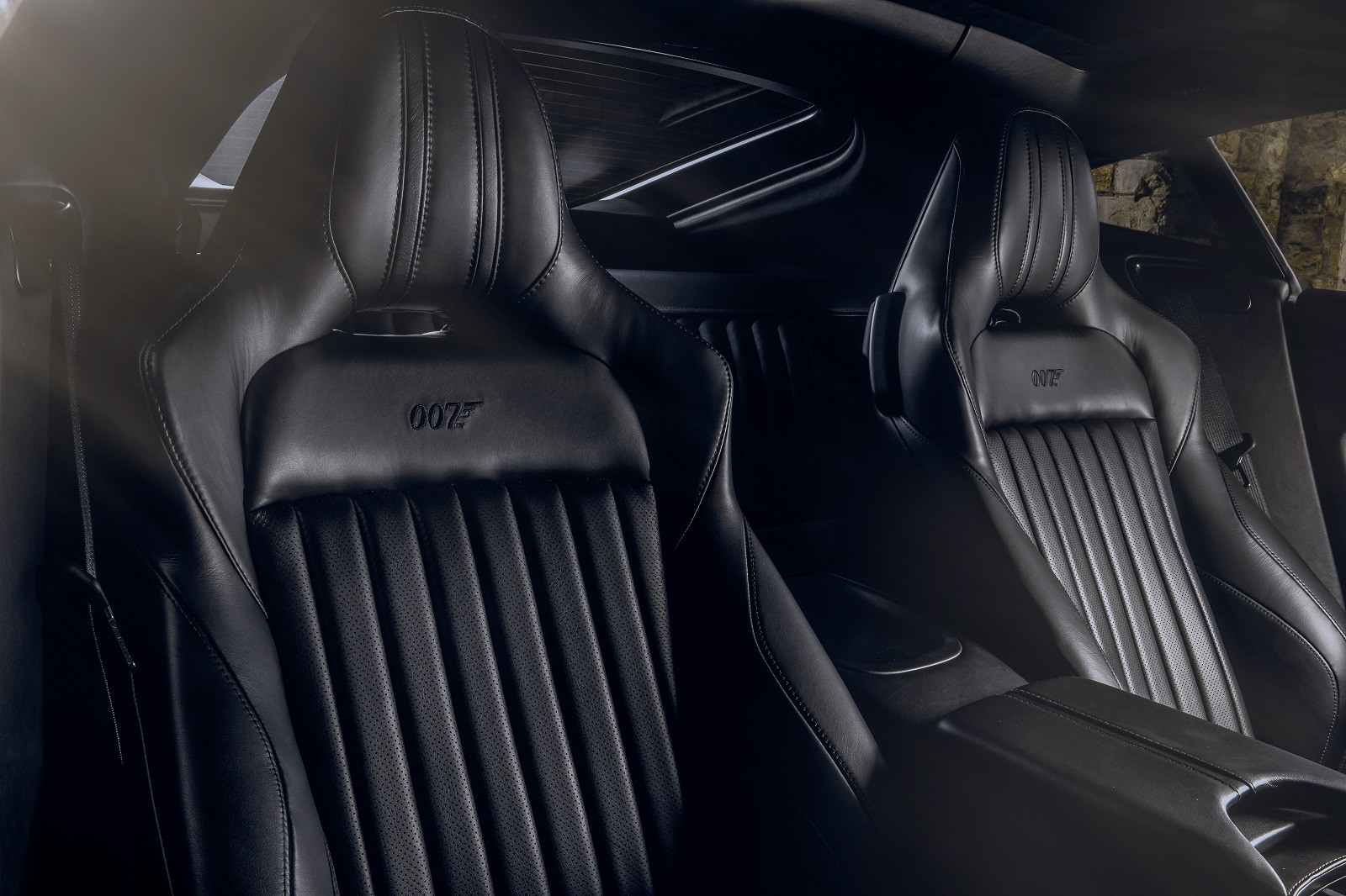Foto de Aston Martin Vantage y DBS Superleggera 007 Edition (24/39)