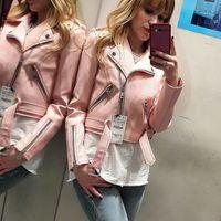 La famosa chaqueta amarilla de Zara vuelve reencarnada en rosa y dispuesta a alcanzar la misma viralidad