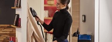 Planchas verticales que eliminan arrugas a nuestros vestidos de invitada en cuestión de segundos, ocupan poco espacio (y además desinfectan)