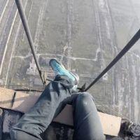 La estremecedora sensación de subir y bajar de una chimenea de 280 metros sin protección
