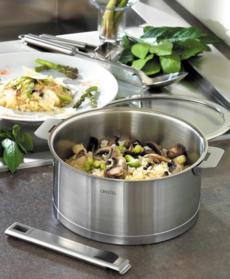 Batería de cocina con mangos amovibles Cristel, elegancia y comodidad
