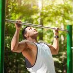 Si estás intentando mejorar tu dominada o conseguir la primera, estos tres ejercicios que te ayudarán