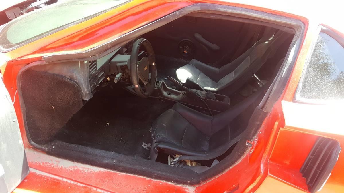Foto de Nissan Sentra convertido en réplica de Ferrari F40 (4/13)