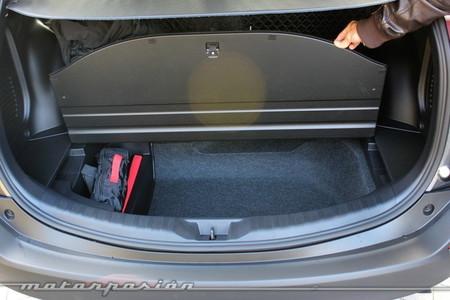 Toyota RAV4 2013, maletero con kit de reparación