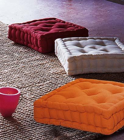 Hazlo t mismo un puf con dos cojines cuadrados for Salas con cojines en el piso