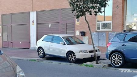 El drama de encontrar aparcamiento: cada vez los coches son más y más grandes, y las plazas miden lo mismo que en 1985