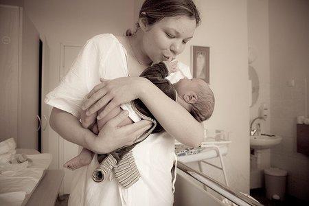 Atención a lo que decimos delante del bebé: lo recuerda desde recién nacido