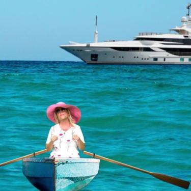 Lydia Lozano y su bañador de mercadillo surcan los mares en un yate de 7 millones de euros