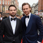 Tom Hiddleston deslumbra en la alfombra roja de los Olivier Awards de Londres