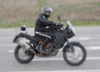 KTM Adventure 1290 cazada en la calle