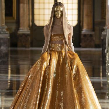 Valentino entremezcla innovación y tradición en su último desfile Alta Costura Primavera-Verano 2021