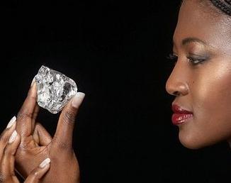 Diamante genuino encontrado en un pequeño pueblo de África